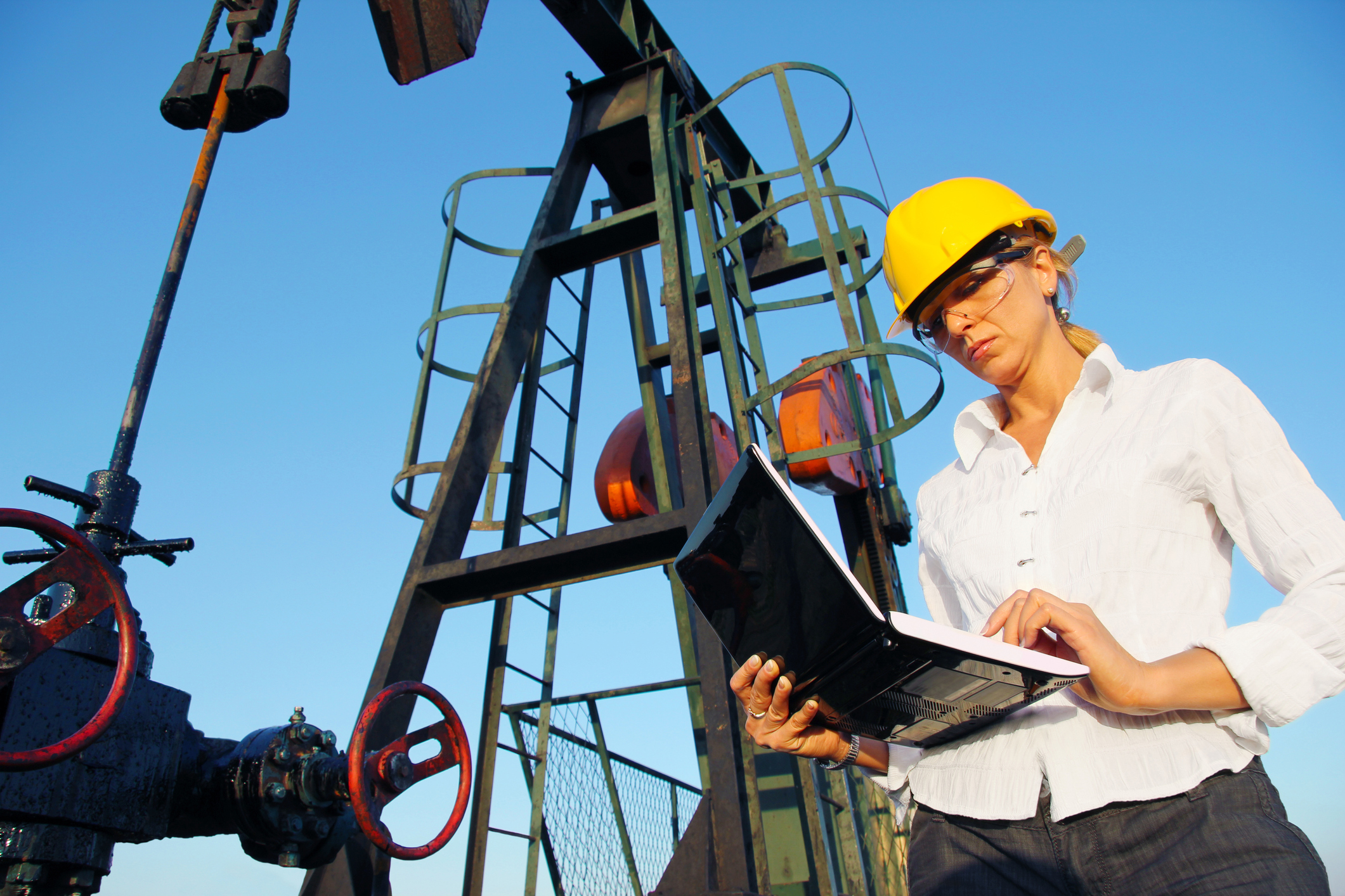 woman working on oilfield